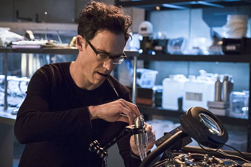 """The Flash -- """"Versus Zoom"""" -- Image: FLA218A_0081b.jpg -- Pictured: Tom Cavanagh as Harrison Wells -- Photo: Cate Cameron/The CW -- © 2016 The CW Network, LLC. All rights reserved."""