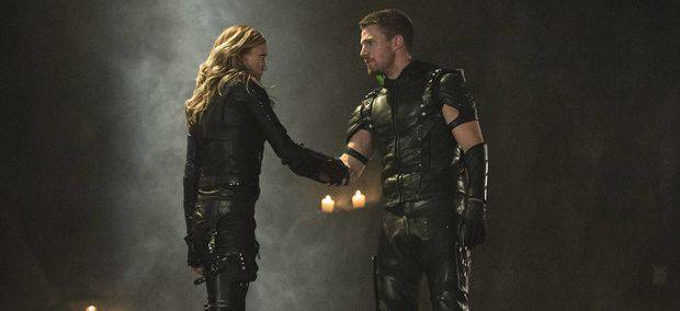 arrow-could-the-season-finale-see-the-return-of-laurel-lance-comic-book-icons-black-ca-991088_cke